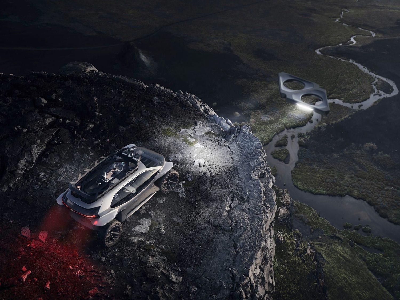 El Audi AI: TRAIL iluminado por sus drones.