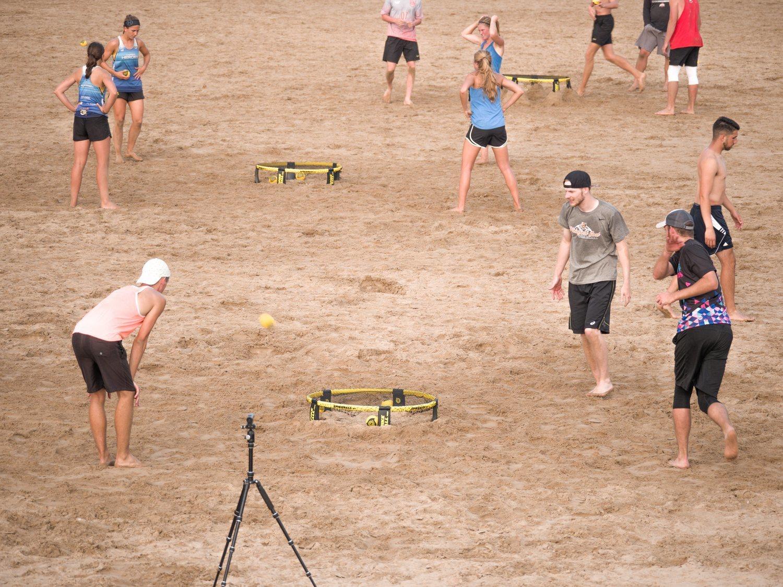 Campeonato playero de spikeball en Chicago, Estados Unidos.