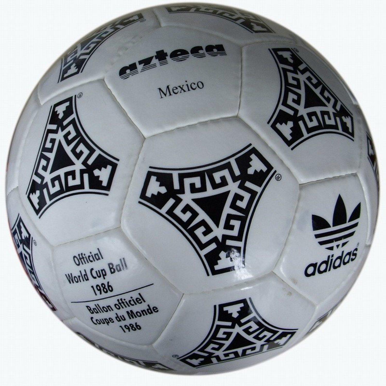 Adidas Azteca, tocado por 'La mano De Dios'.