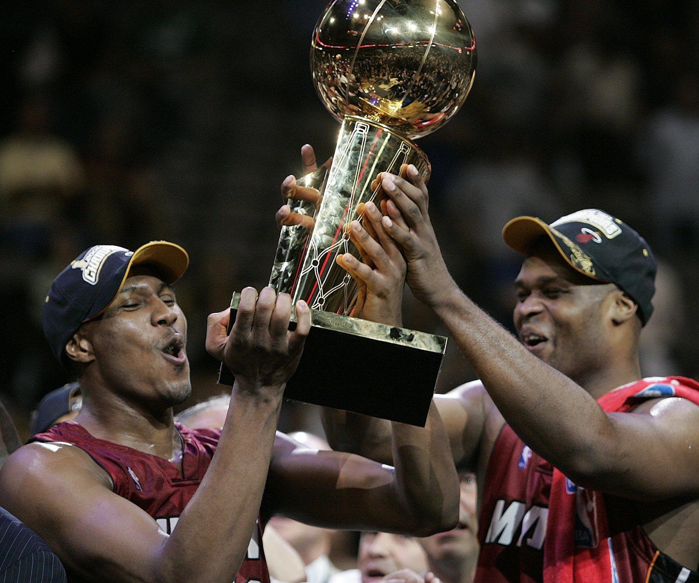 Antoine Walker (derecha) llegó a ser campeón de la NBA con Miami Heat.