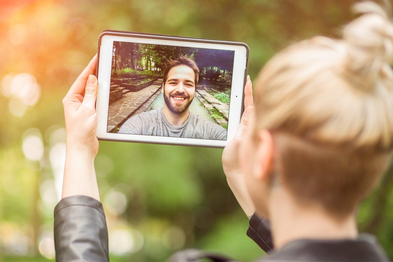 Las nuevas tecnologías hacen más fácil la comunicación.