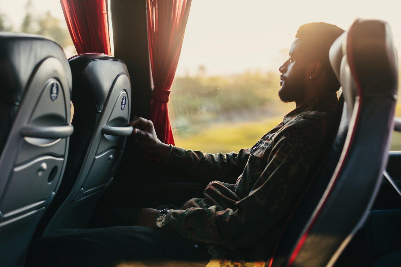 El autobús es una opción más barata para llevar acabo tu viaje.