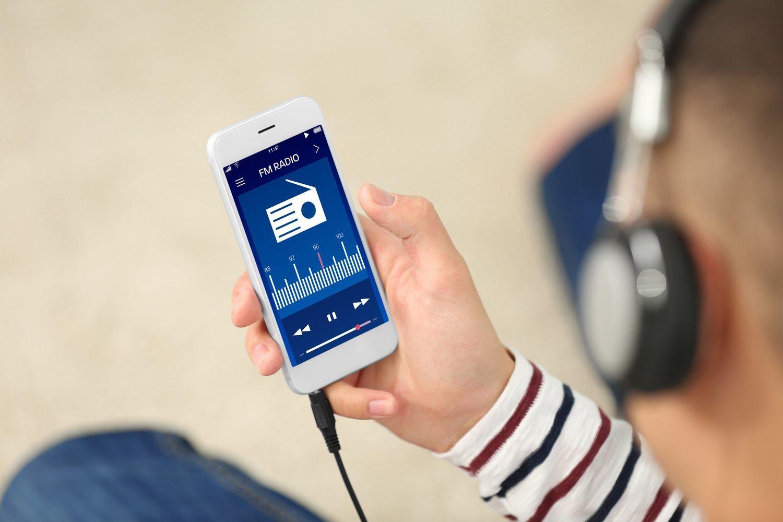 Los jóvenes han cambiado la radio por el smartphone