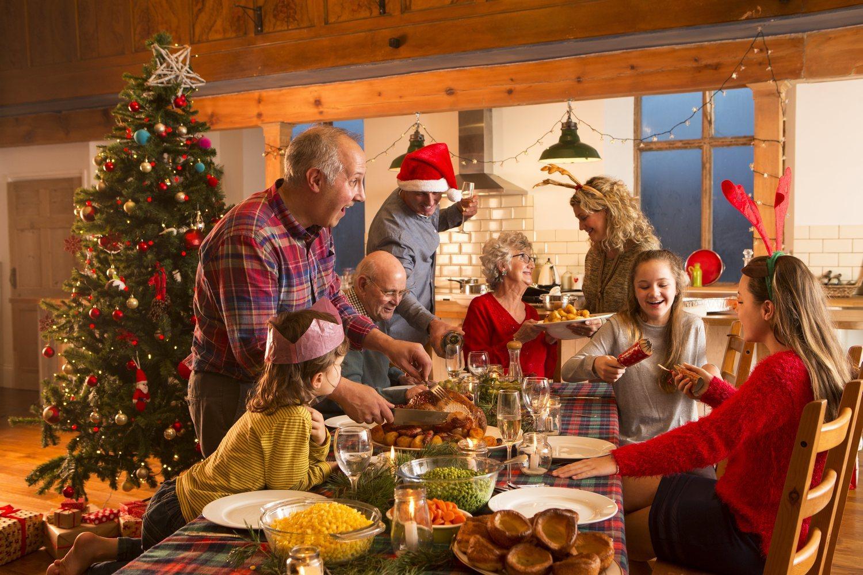 Las navidades en familia son una tradición que puede traer problemas en tu relación.