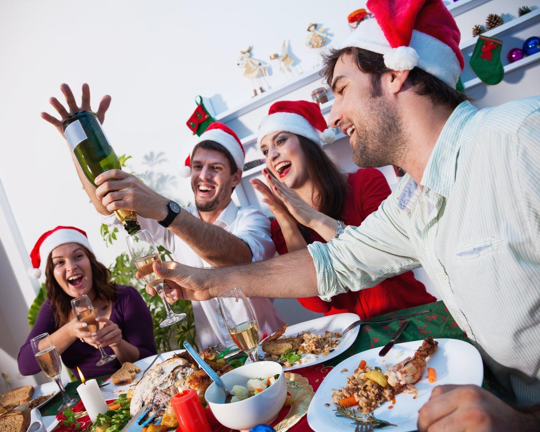 Puede que la mejor opción sea olvidar las tradiciones y pasar el tiempo con amigos.
