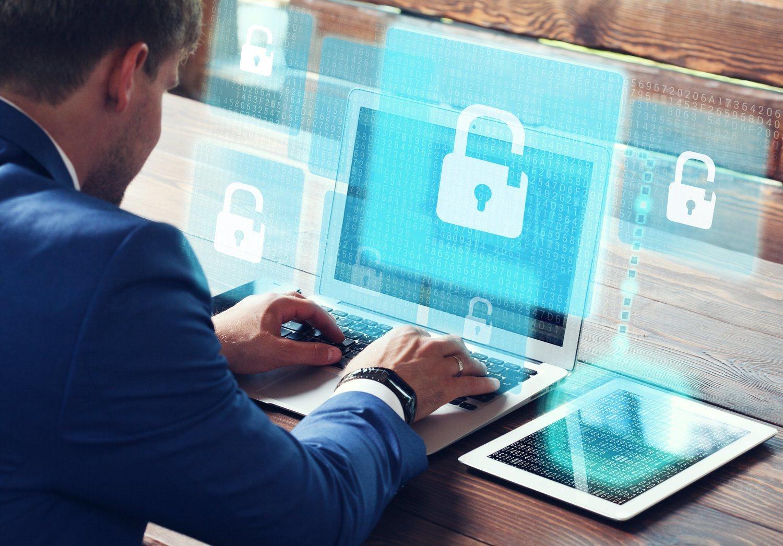 Proteger datos de la propia empresa y de los clientes es tan importante que se contratan especialistas en ciber seguridad para mejorar los sistemas.