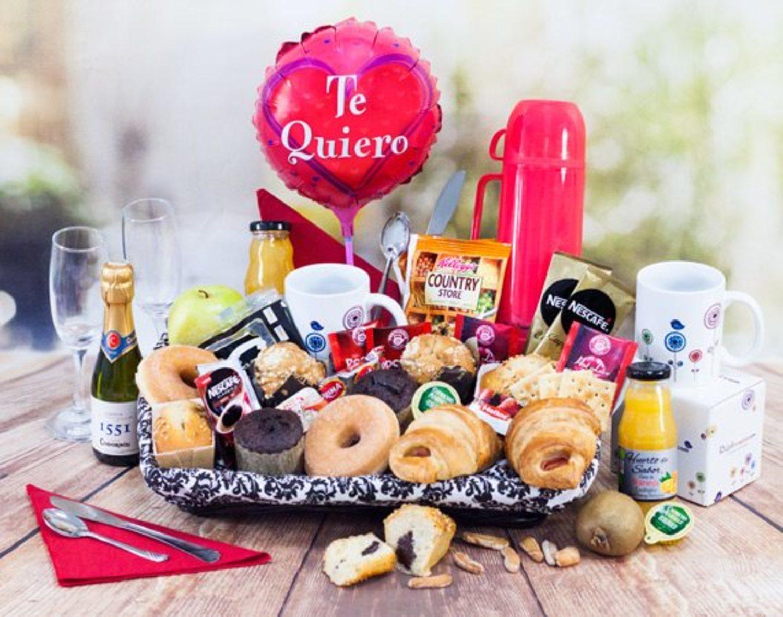 Un desayuno para una o dos personas para disfrutar la mañana del 14 de febrero.