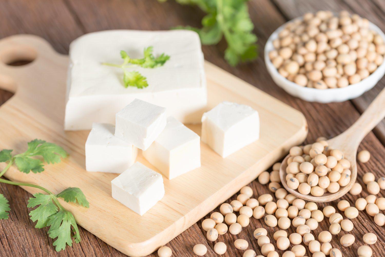 El tofu es un alimento de origen oriental que poco a poco ha ido calando en la cesta de la compra de los españoles.