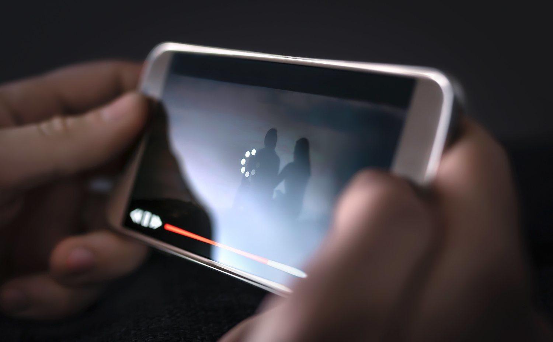 ¿Algo que moleste más que el internet vaya lento? Que te deslumbre el brillo del móvil.