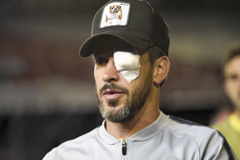 Pablo Pérez, jugador de Boca Juniors, lesionado tras el ataque al autobús.